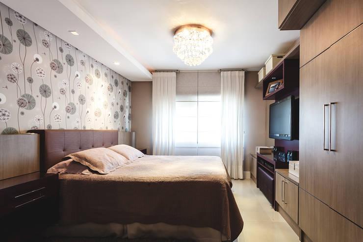 Apartamento Menino Deus: Quartos  por Arquiteto Gustavo Redlich & Associados