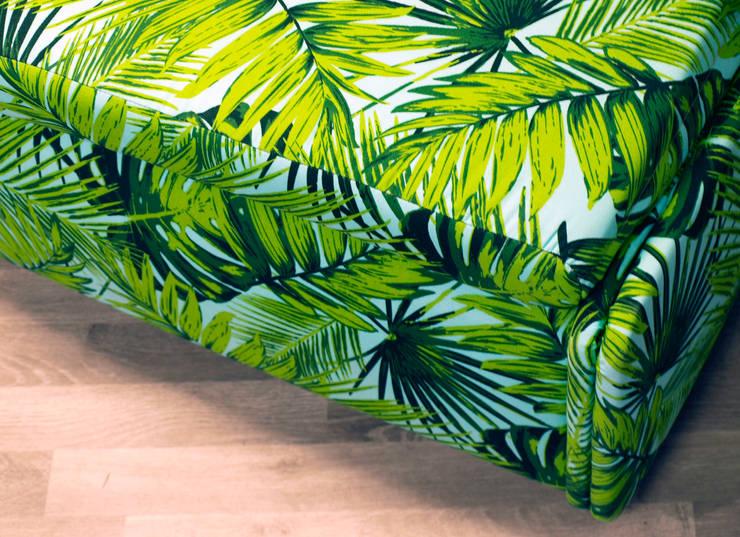 Duży puf M&M miękki i miły: styl , w kategorii Salon zaprojektowany przez Hampton House
