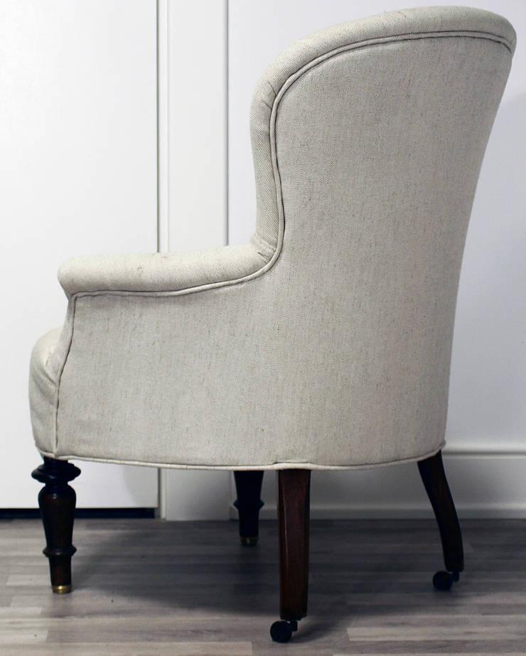 Fotel French Vintage: styl , w kategorii Salon zaprojektowany przez Hampton House