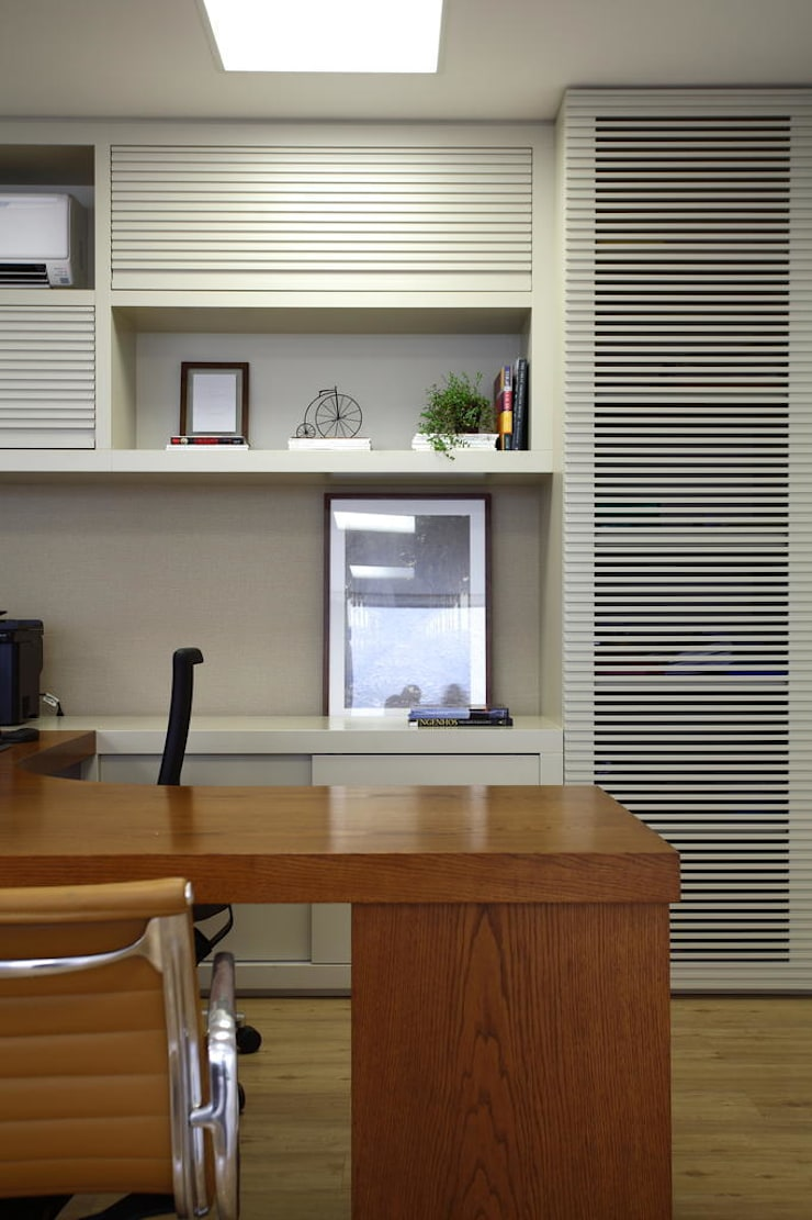 Detalhe sala dos funcionários: Lojas e imóveis comerciais  por DUET ARQUITETURA,Rústico