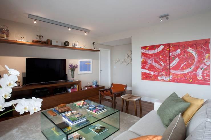 Sala de Estar: Salas de estar  por Pereira Reade Interiores