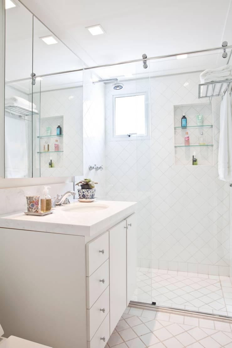 Benheiro: Banheiros  por Pereira Reade Interiores,Eclético