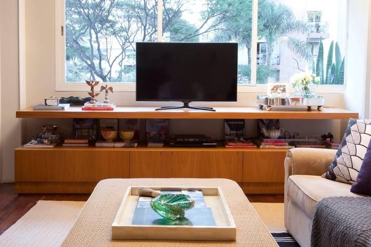 Sala Integrada: Salas de estar ecléticas por Pereira Reade Interiores
