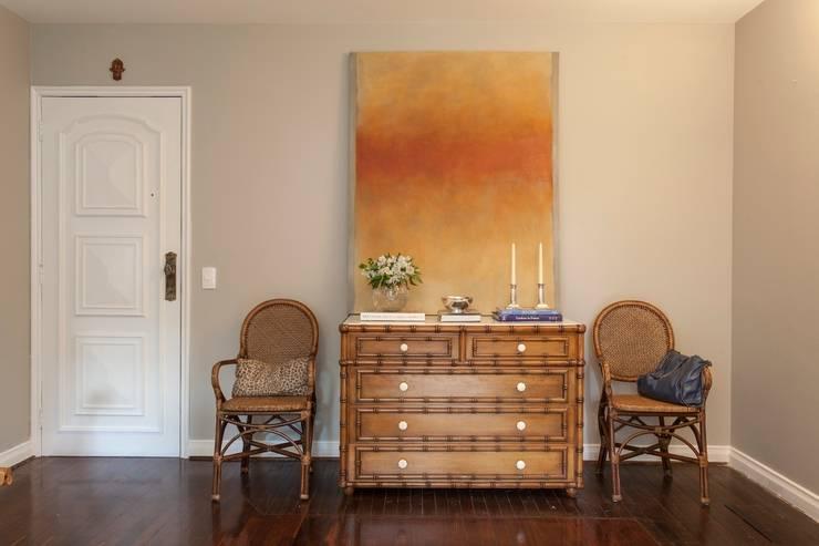 Sala de Estar: Salas de estar ecléticas por Pereira Reade Interiores