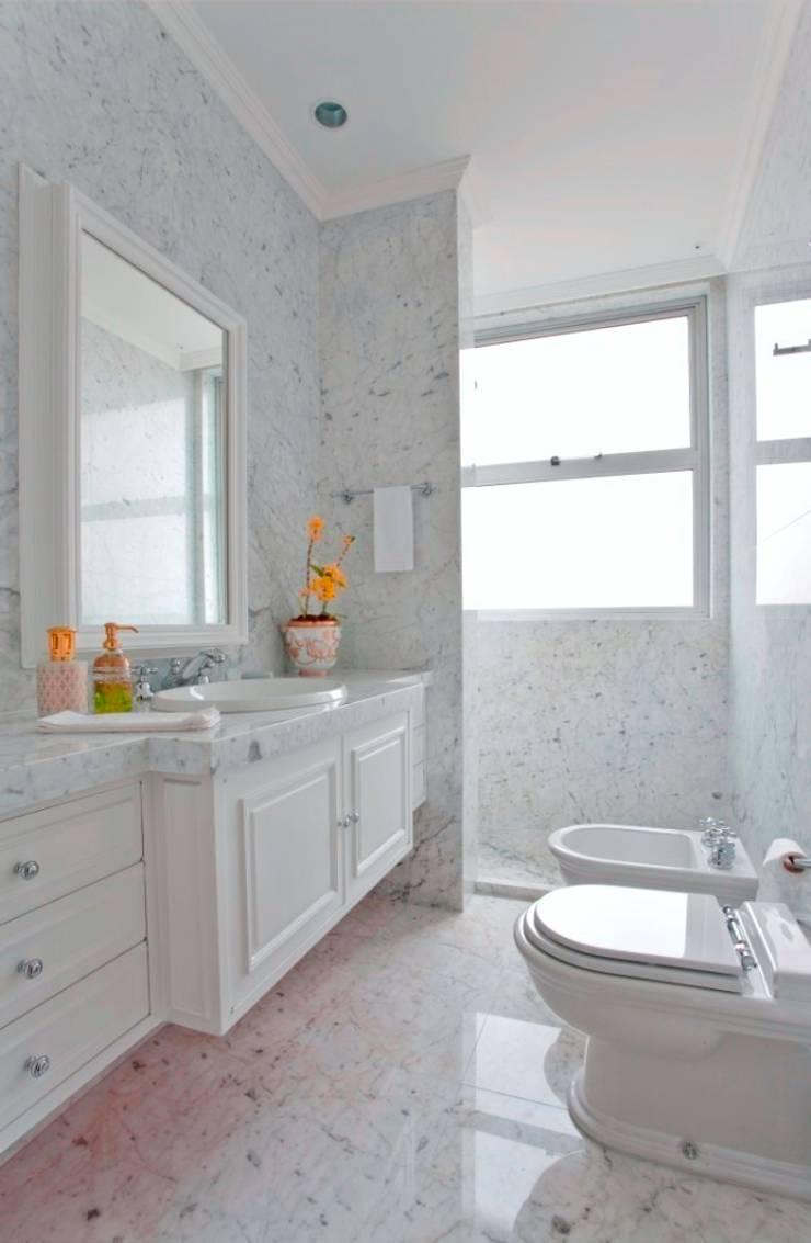 Banheiro: Banheiros  por Pereira Reade Interiores,