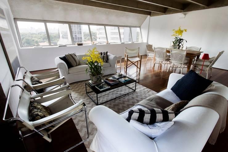 Sala integrada: Salas de estar  por Pereira Reade Interiores