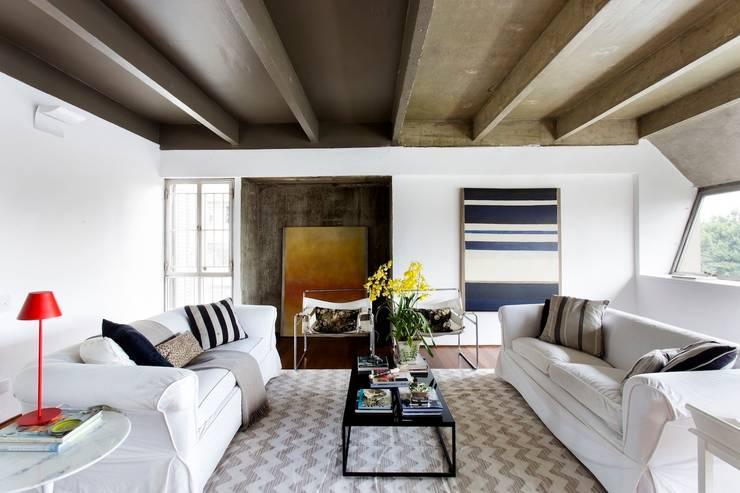 Salas / recibidores de estilo  por Pereira Reade Interiores