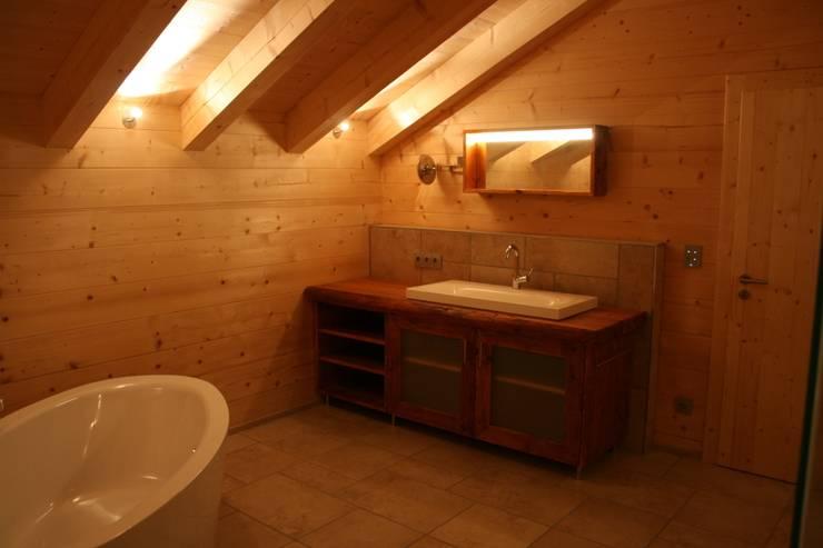 Baños de estilo  por woodesign Christoph Weißer