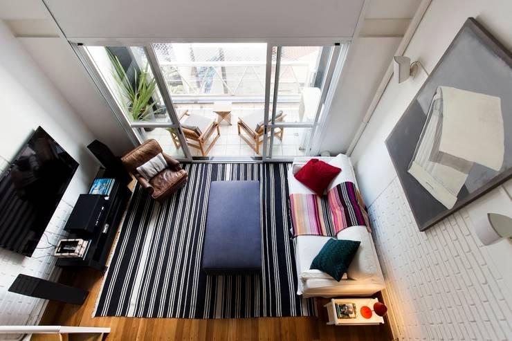 Loft: Salas de estar  por Pereira Reade Interiores,Moderno