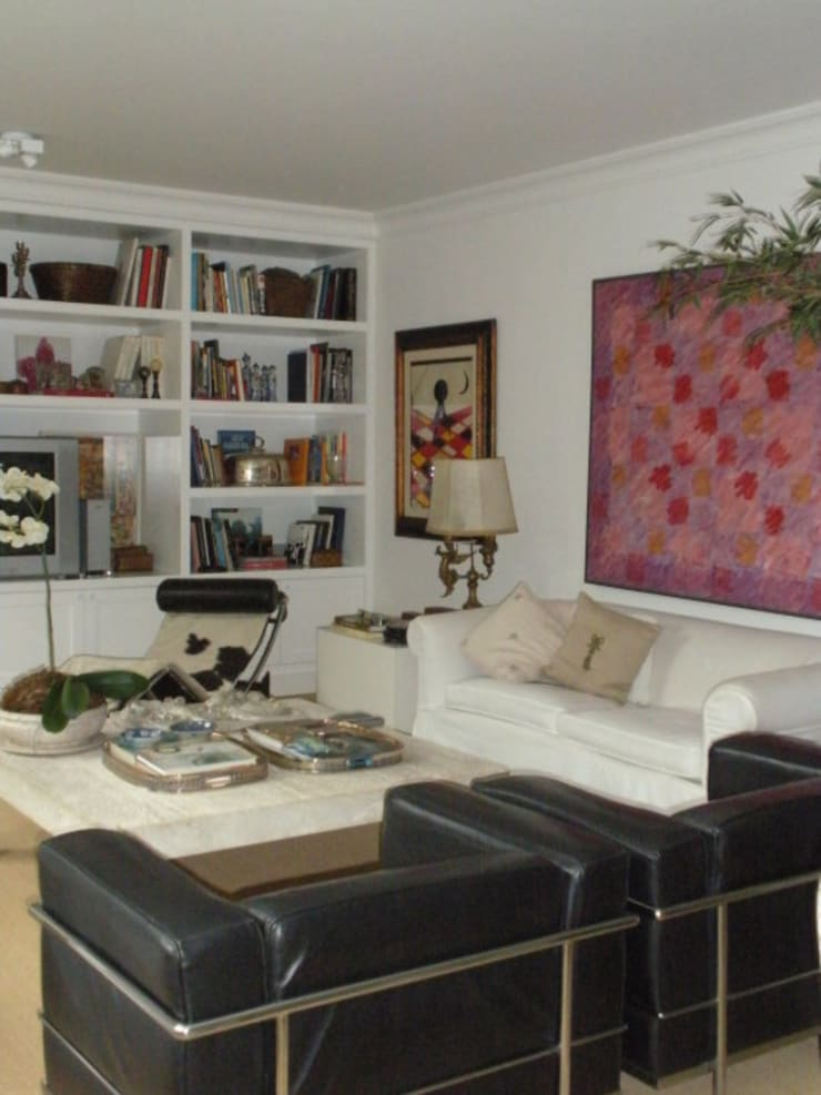 Living room by Pereira Reade Interiores