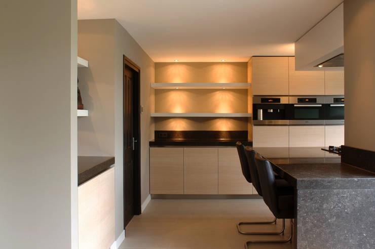 Woonkeuken: moderne Keuken door Grego Design Studio