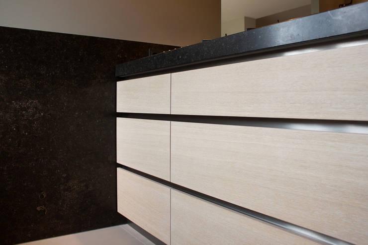 Woonkeuken:  Keuken door Grego Design Studio