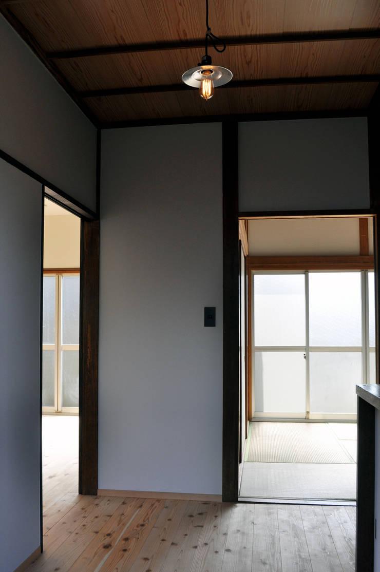 井の頭の家2: 結人建築設計事務所が手掛けた壁です。