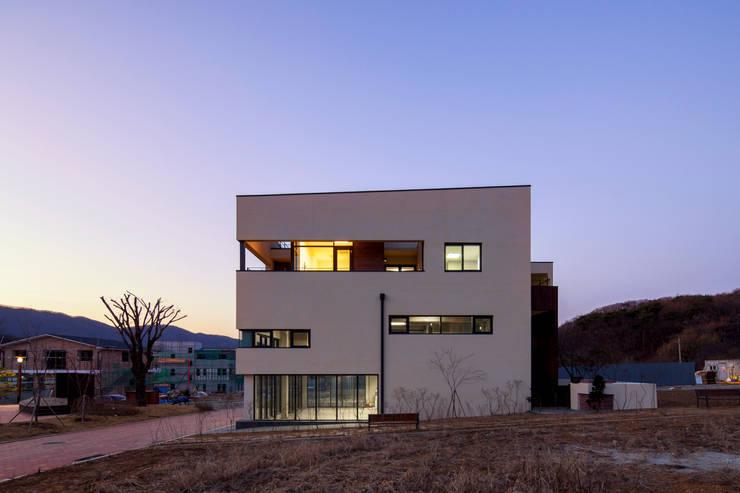 SONGCHU MAPLE HOUSE : IDEA5   ARCHITECTS의  주택,모던