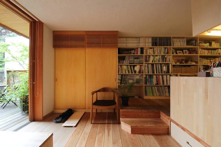 荏田町の家: 新井アトリエ一級建築士事務所が手掛けた書斎です。