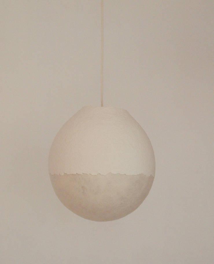 Type FP-I 40 cm, vilten bol met papierpulp op het vilt aangebracht:  Slaapkamer door Vilt aan Zee
