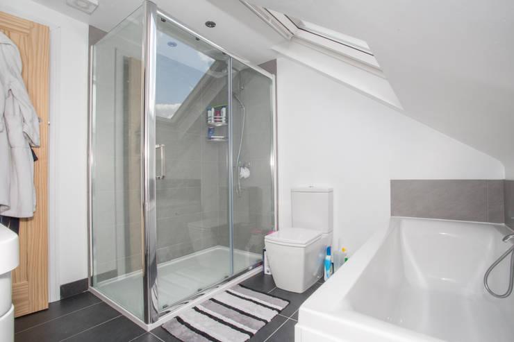 Bedroom Loft Conversion - London:  Bathroom by LMB Loft Conversions