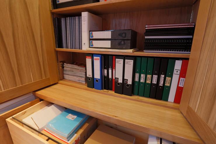 Home office 2: classic Study/office by Stange Kraft Ltd
