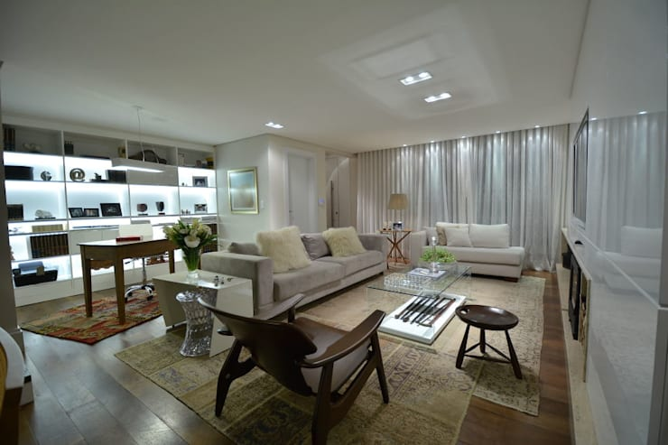 karen feldman arquitetos associados: modern tarz Oturma Odası