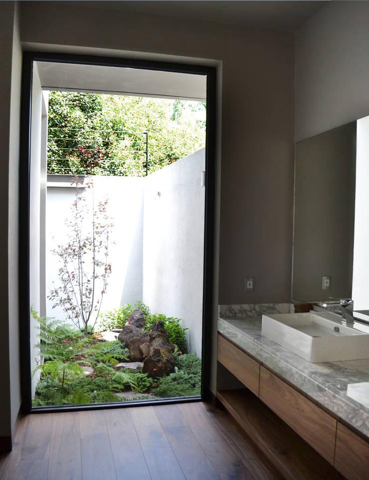 CASA UD: Baños de estilo  por citylab Laboratorio de Arquitectura