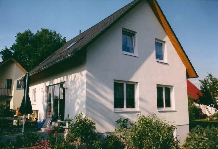 Neubau Einfamilienhaus  in Falkensee bei Berlin:  Häuser von ENCON Baugesellschaft mbH