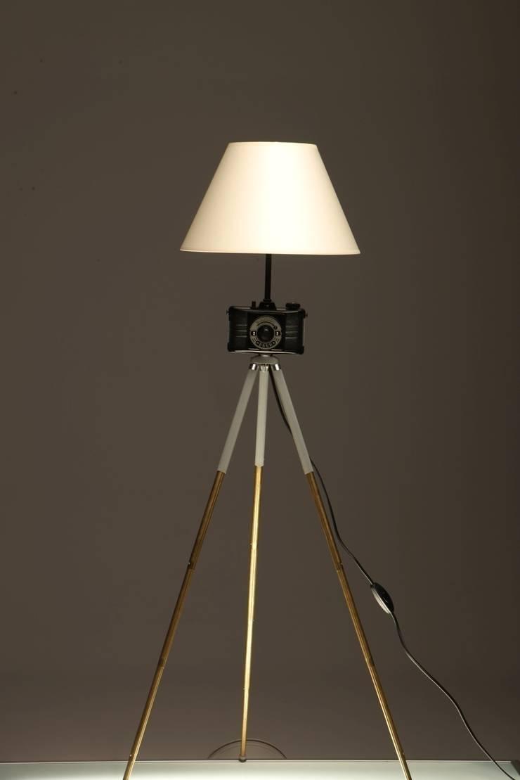 FotoLampa DRUH FLOOR: styl , w kategorii Domowe biuro i gabinet zaprojektowany przez RefreszDizajn,