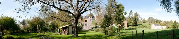 Panorama tuinzijde:   door Artesk van Royen Architecten