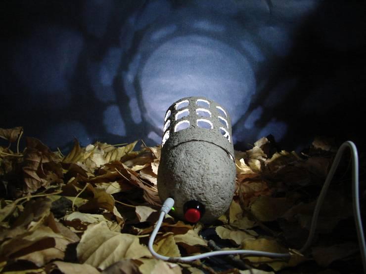 """Natural Lamp"" lampara portátil: Hogar de estilo  de 'Folias De Spagna Studio'"