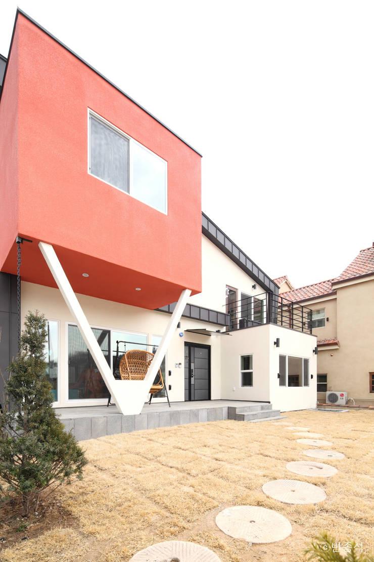 동탄주택: 춘건축의  주택,모던