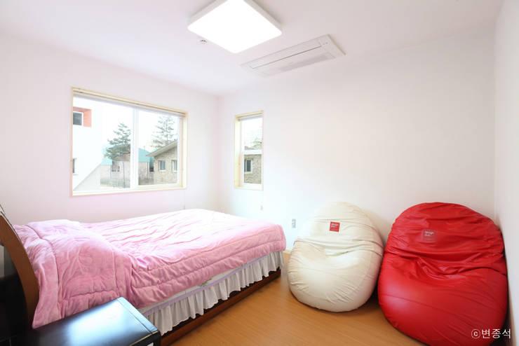동탄주택: 춘건축의  침실