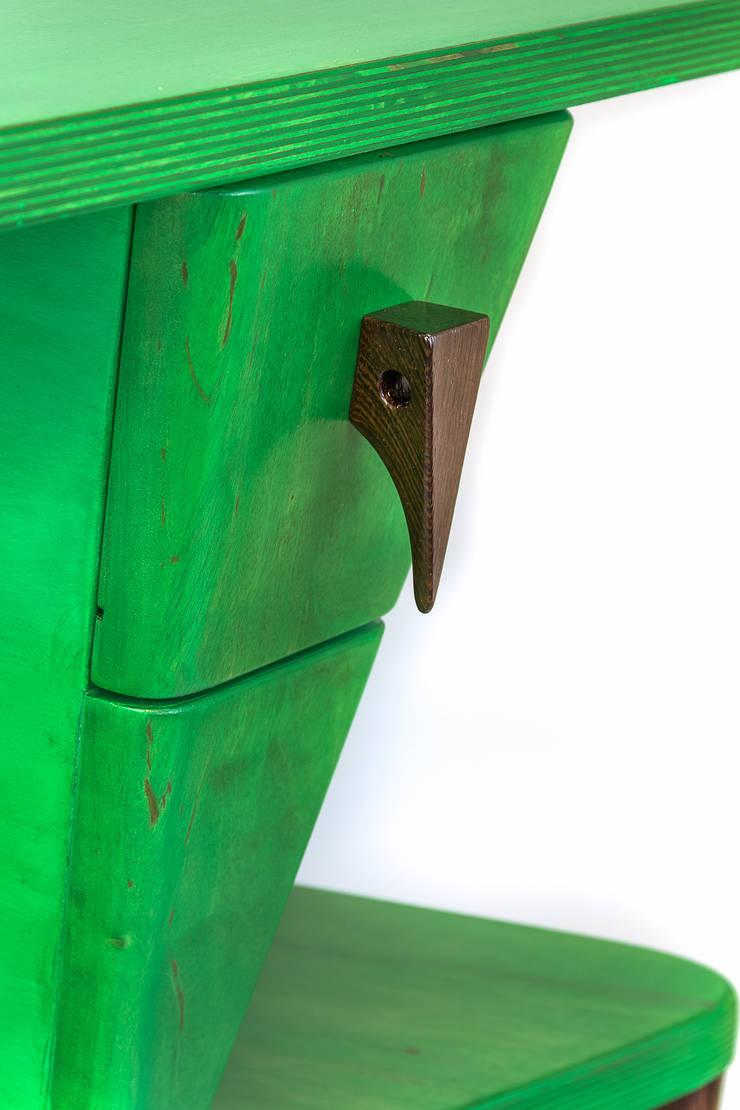 Stolik ,,Konik polny'': styl , w kategorii Sypialnia zaprojektowany przez Meble Autorskie Jurkowski
