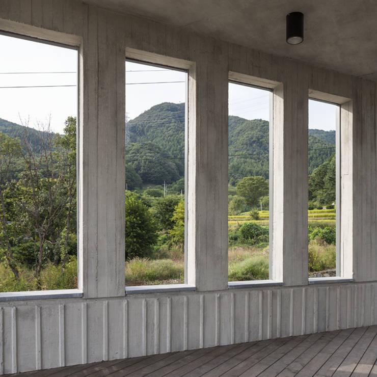 양평주택: SpaceMGT의  창문