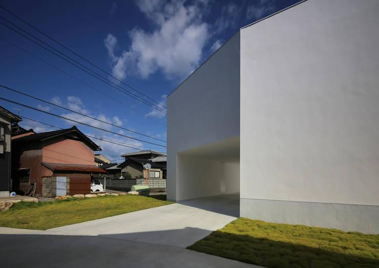 White Cave House: 山本卓郎建築設計事務所が手掛けた家です。