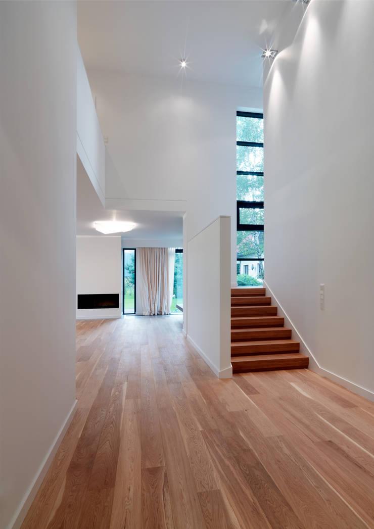 Dom175: styl , w kategorii Salon zaprojektowany przez Jednacz Architekci