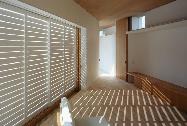 F-WHITE: 山本卓郎建築設計事務所が手掛けた窓です。