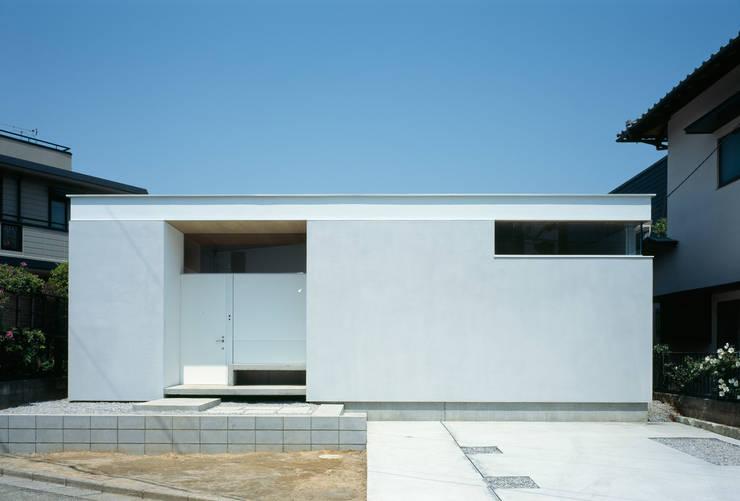 F-WHITE: 山本卓郎建築設計事務所が手掛けた家です。
