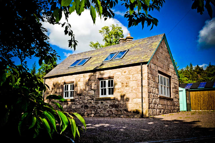 Old School House, Glen Dye, Banchory, Aberdeenshire:  Houses by Roundhouse Architecture Ltd