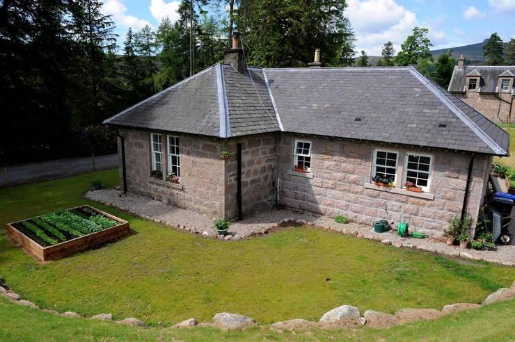 Laundry Cottage, Glen Dye, Banchory, Aberdeenshire:  Garden  by Roundhouse Architecture Ltd