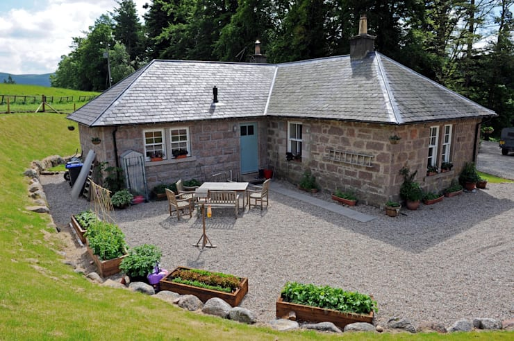 Laundry Cottage, Glen Dye, Banchory, Aberdeenshire:  Garden  by Roundhouse Architecture Ltd