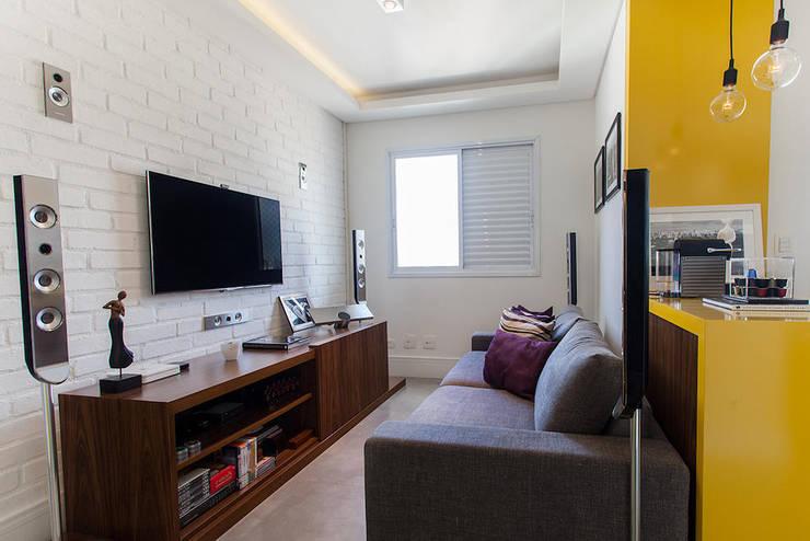 Projeto Saúde: Salas multimídia  por Melina Romano Arquitetura de Interiores,