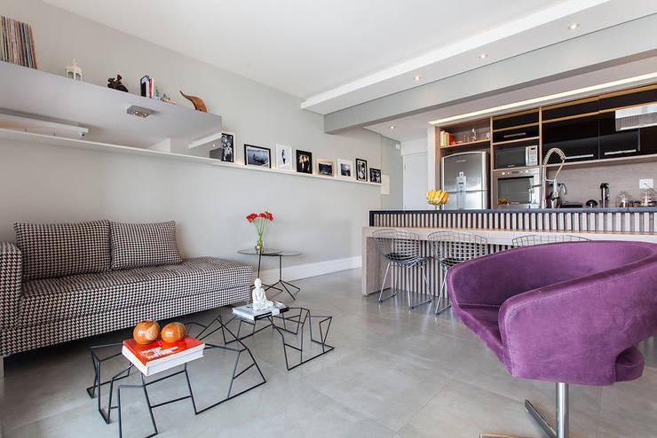 Projeto Saúde: Salas de estar  por Melina Romano Arquitetura de Interiores,