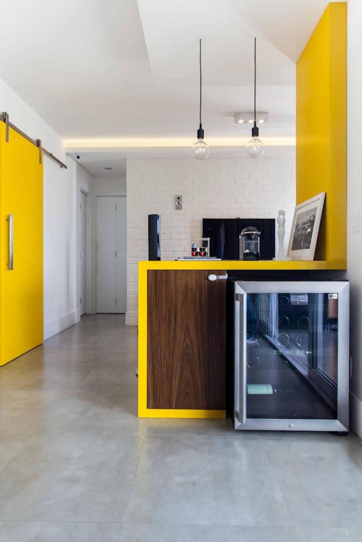 Projeto Saúde: Adegas  por Melina Romano Arquitetura de Interiores,
