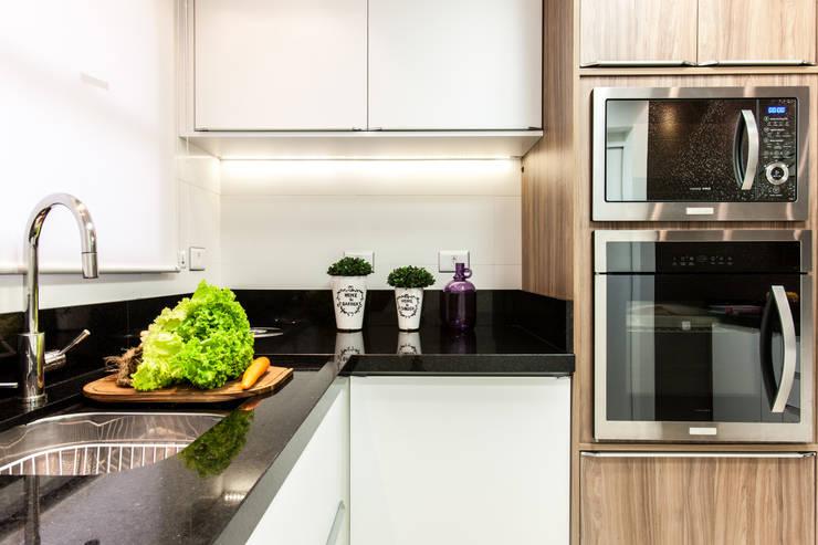 Bancada Cozinha: Cozinhas  por Barbara Dundes | ARQ + DESIGN,