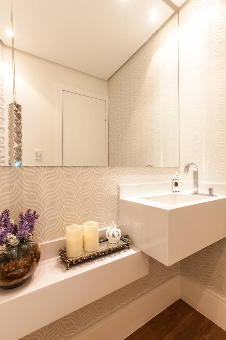 Lavabo: Banheiros  por Barbara Dundes | ARQ + DESIGN,