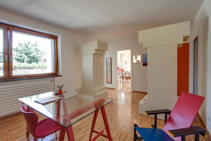 Casa BM: Studio in stile  di ABC+ME Studio di Architettura