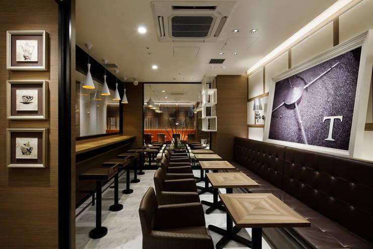 タリーズコーヒー_レム鹿児島店: ドイルコレクションが手掛けた商業空間です。