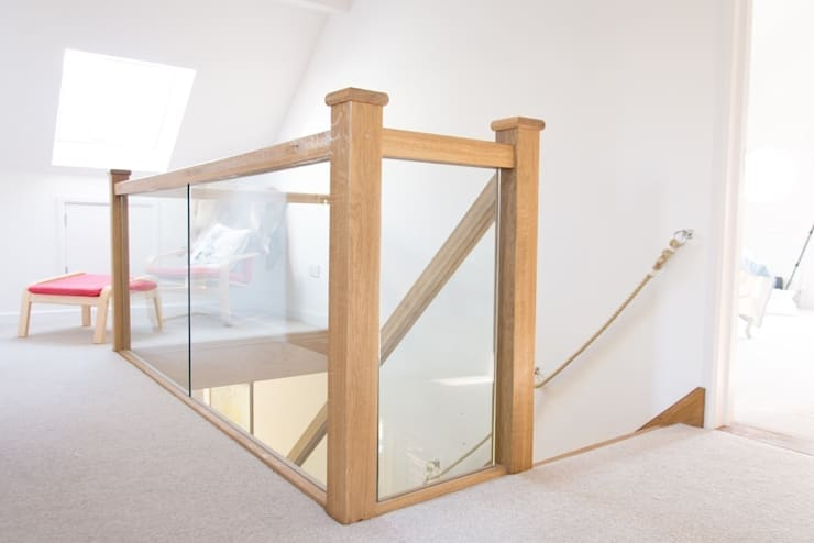 Oak Open Plan Staircase with Glass Balustrade:  Corridor & hallway by StairBox