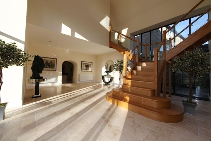 Large Oak Staircase with Clamped Glass Balustrade:  Corridor & hallway by StairBox