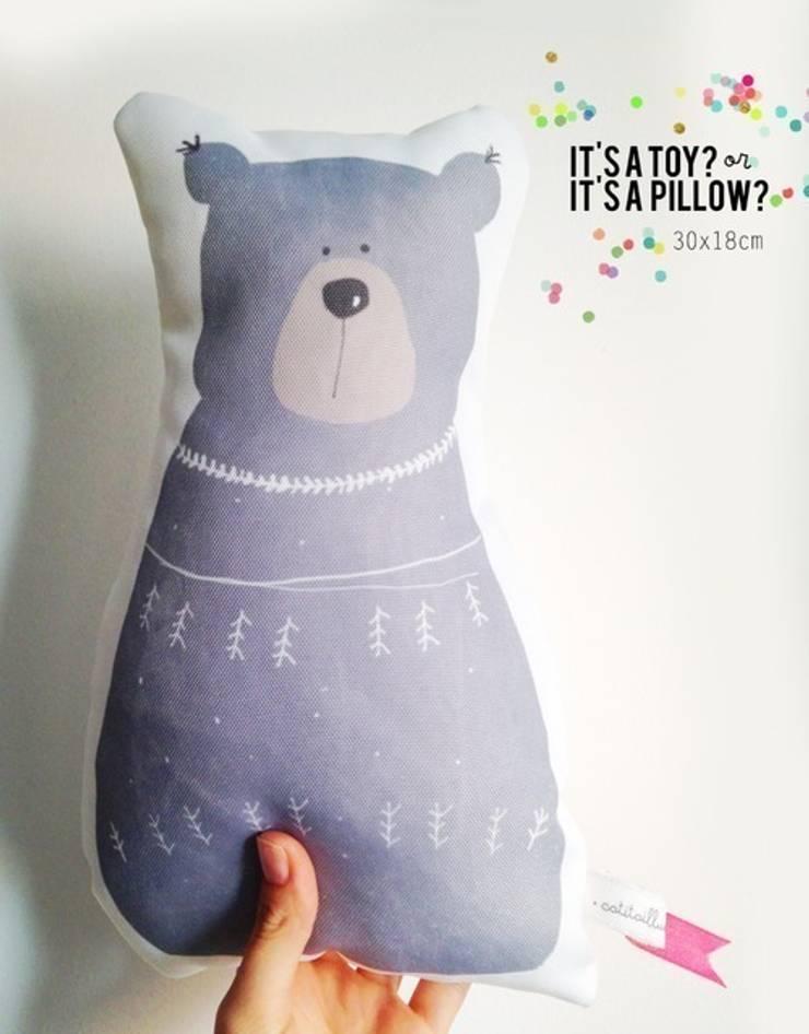 Bear pillow: Quarto de crianças  por catita illustrations®