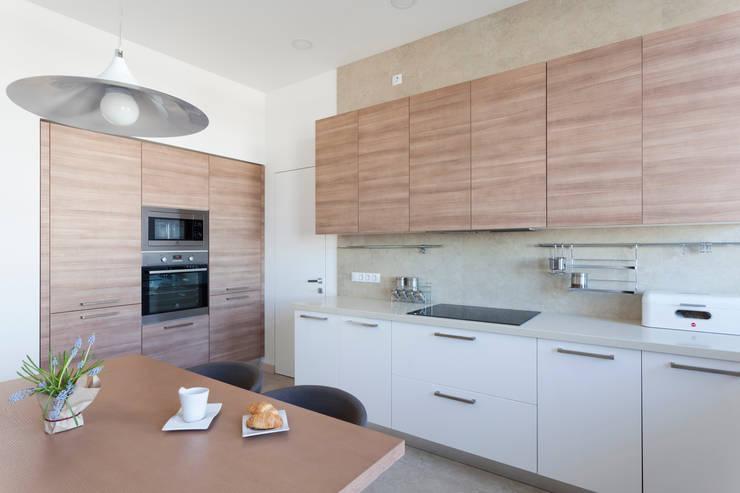 Квартира с северным акцентом: Кухни в . Автор – LPetresku